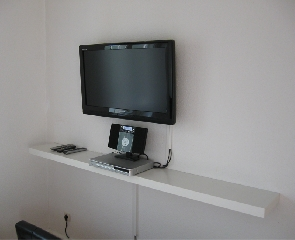 1440 -  LCD-TV (83cm), DVD-Player, CD-Radio